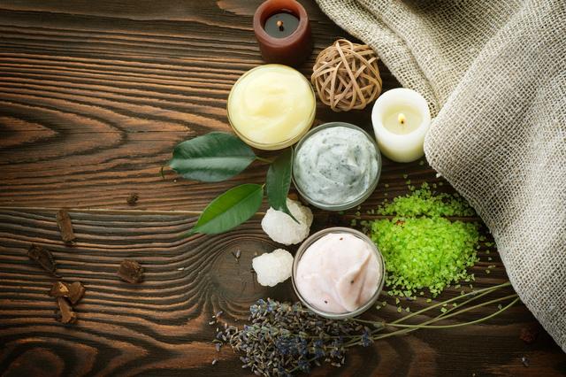 Sự khác biệt về mỹ phẩm thiên nhiên (Natural) và mỹ phẩm hữu cơ (Organic)