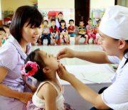 Quận Cầu Giấy:11.802 trẻ được uống vitaminA trong ngày đầutiên của chiến dịch Ngày vi chất dưỡng