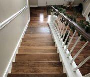 Ưu điểm nổi bật của cầu thang là có khả năng chống ẩm rất tốt, việc vệ sinh đơn giản.